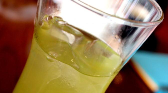 Eistee selber machen mit Unicity Matcha: Gesunde und kalorienarme Erfrischung für den Frühling