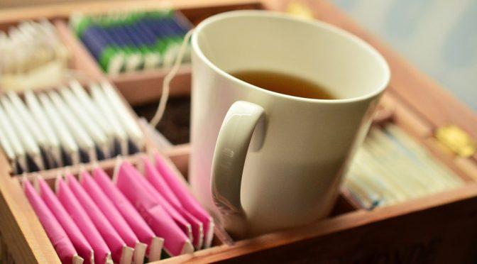 Belasteter Tee: Pflanzengifte in Kräuter- und Kamillentees nachgewiesen